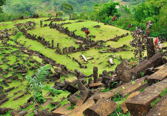 Foto: http://cianjurpos.com/2014/06/gunung-padang-saksi-bisu-peradaban-sebelum-atlantis/