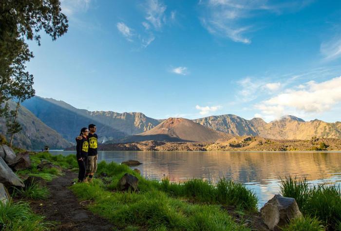 10 gunung di indonesia dengan pemandangan terindah   yuk