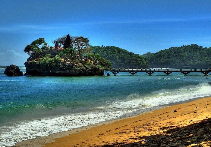 Pantai-Balekambang-Malang