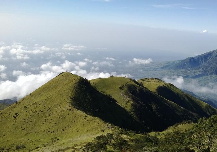 selain gunung prau gunung lain di jawa tengah yang memiliki pemandangan luar biasa indah adalah merbabu ini berada antara perbatasan