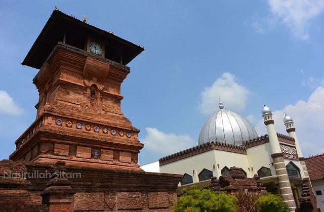 Foto: http://www.nasirullahsitam.com/2016/01/kesampaian-juga-memotret-menara-kudus.html