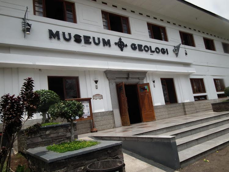 Belajar Sejarah Bumi di Museum Geologi, Bandung
