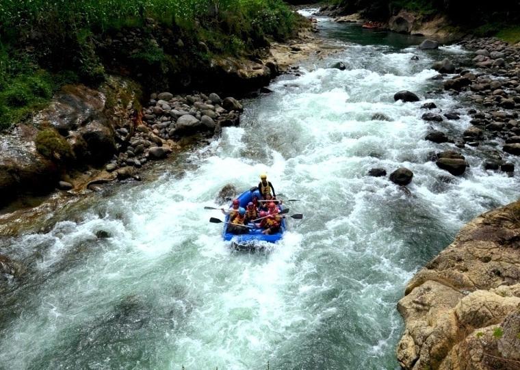 6 Lokasi Rafting Paling Seru di Indonesia