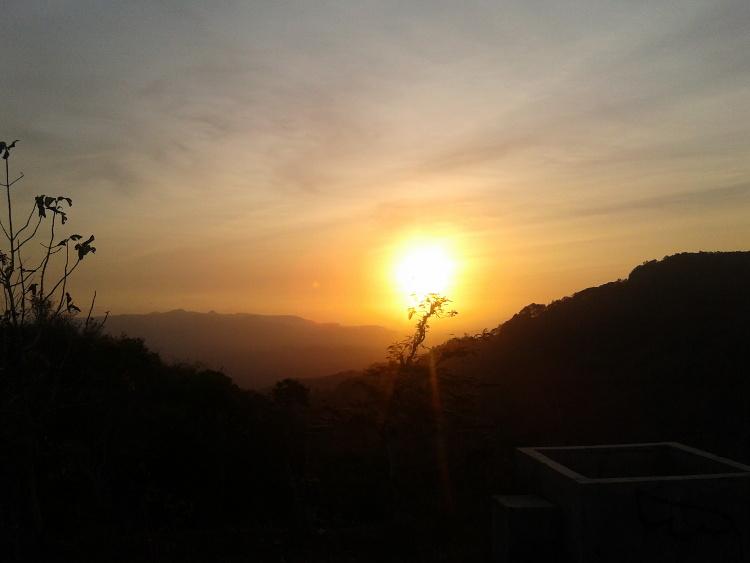 Menikmati Sunset Yang Indah di Bukit Gantole, Wonogiri