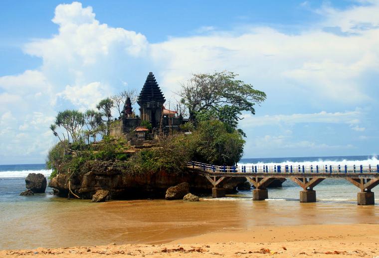 Pantai Balekambang. Tanah Lot Versi Malang
