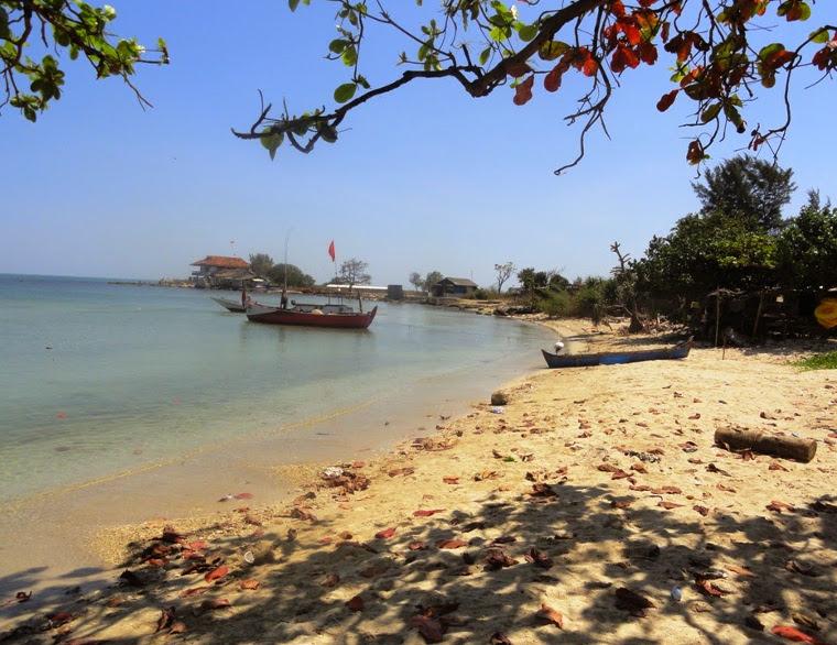 Pantai Ombak Mati. Pantai Dengan Ombak Yang Sangat Tenang di Jepara