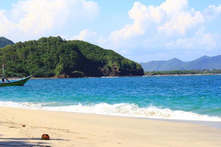 Pantai Papuma, Jember Yang Penuh Mitos. Tapi Keren Coy!