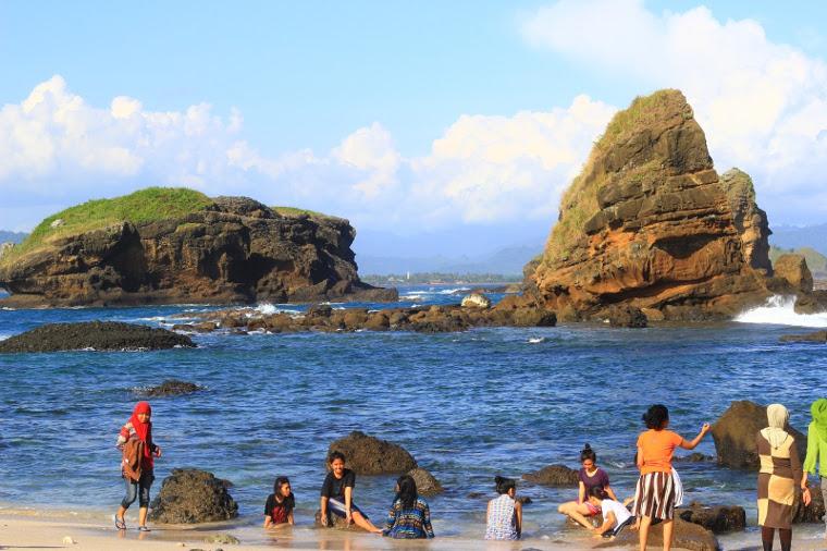 5 Pantai Cantik Yang Akan Melengkapi Liburanmu Di Jember
