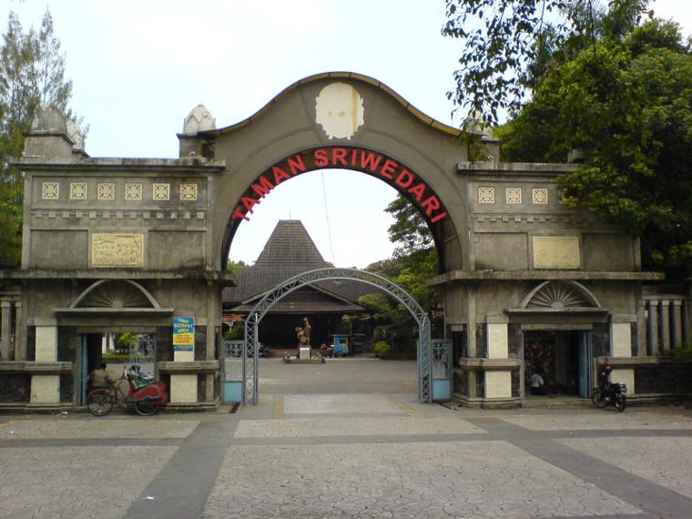 Taman-sriwedari