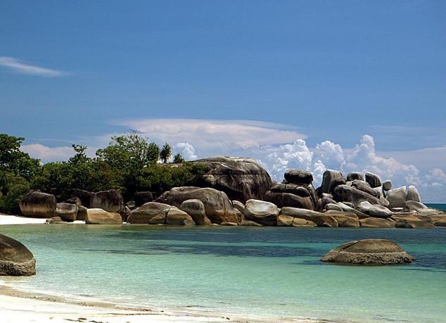 Pantai Tanjung Tinggi. Pantainya Laskar Pelangi Yang Cantiknya Kebangetan