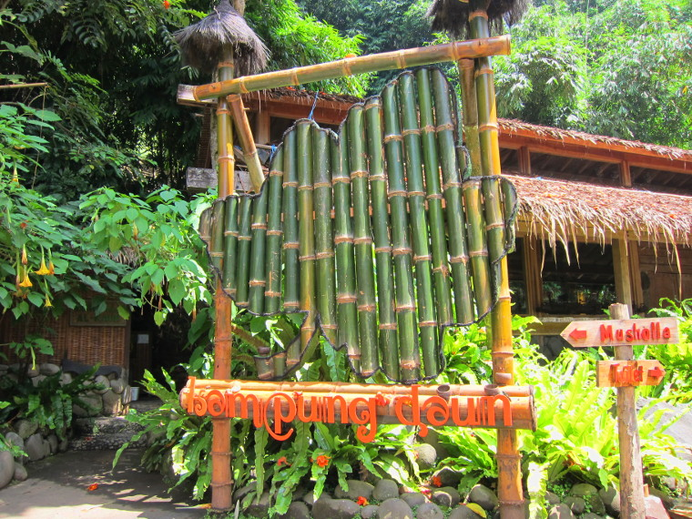 Kampung Daun, Bandung. Tempat Makan Dengan Konsep Back To Nature