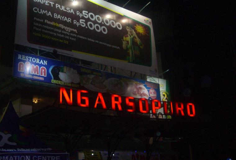 Belanja Sambil Menikmati Malam di Ngarsopuro Night Market, Solo