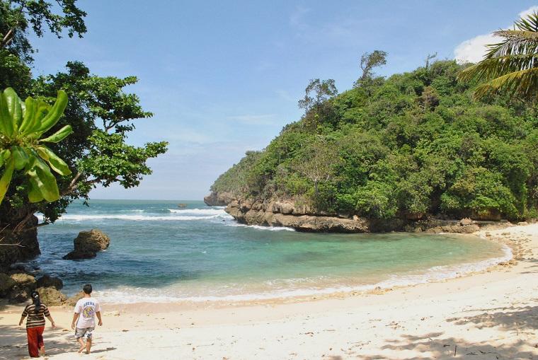 "Menikmati Kecantikan Pantai Ngliyep, Malang ""Yang Bikin Ngantuk"""