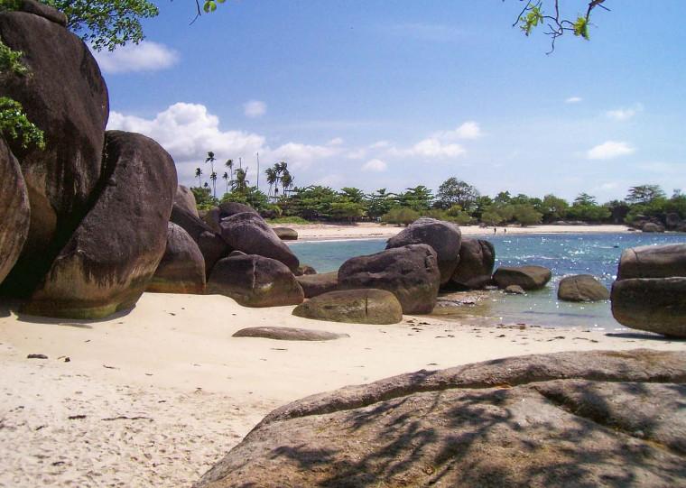 Pantai-pantai Cantik Yang Wajib Kamu Kunjungi di Belitung