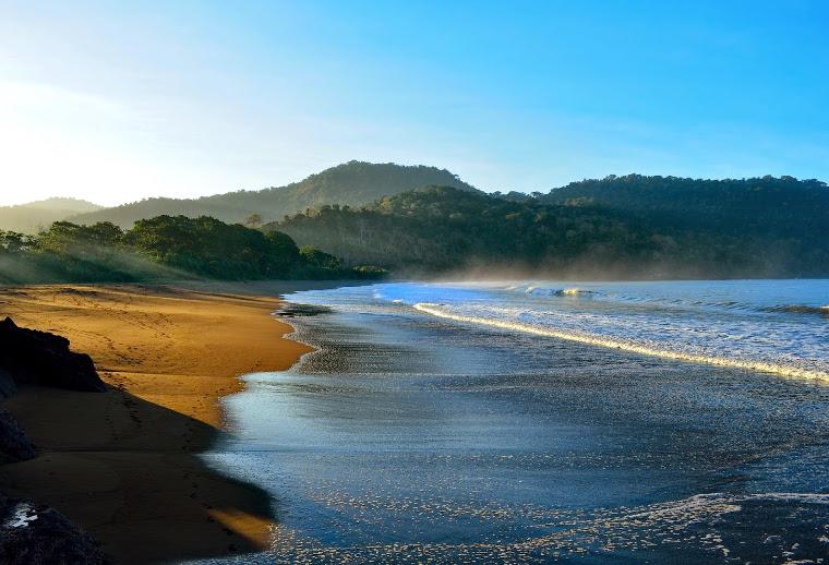 Pantai Bandealit, Jember Yang Sepi. Asik Untuk Bertualang