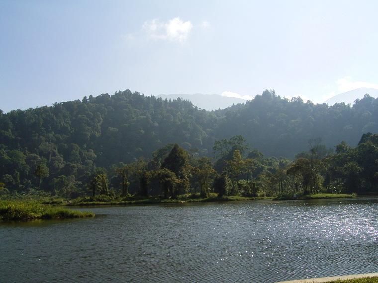 Melepas Kegalauan di Danau Situ Gunung, Sukabumi