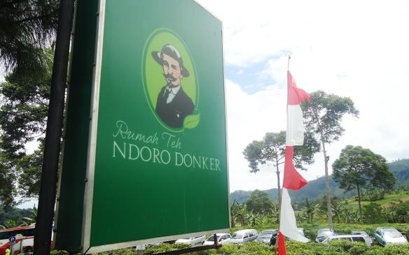 Rumah Teh Ndoro Donker. Tempat Asik Untuk Minum Teh di Kaki Gunung Lawu
