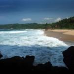 Pantai Kunir, Pantai Dengan Telaga Yang Begitu Tenang di Pacitan