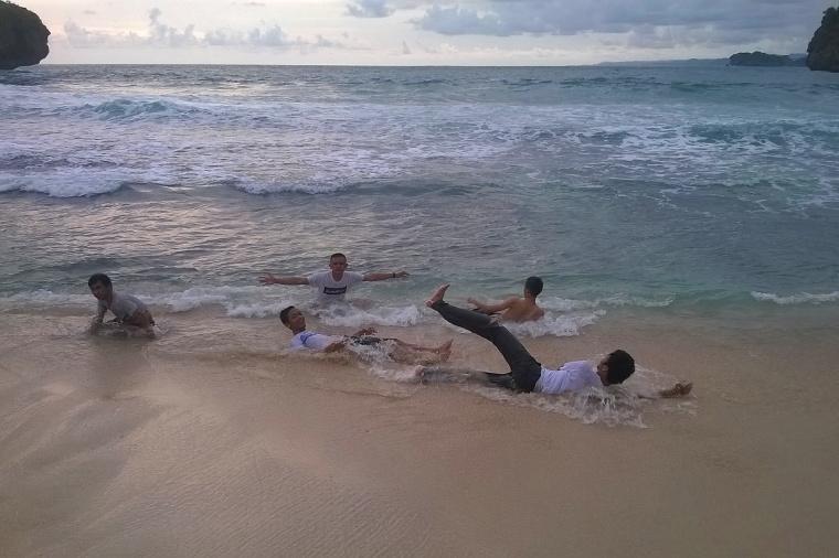 [Galeri Foto] Pantai Srau, Pacitan
