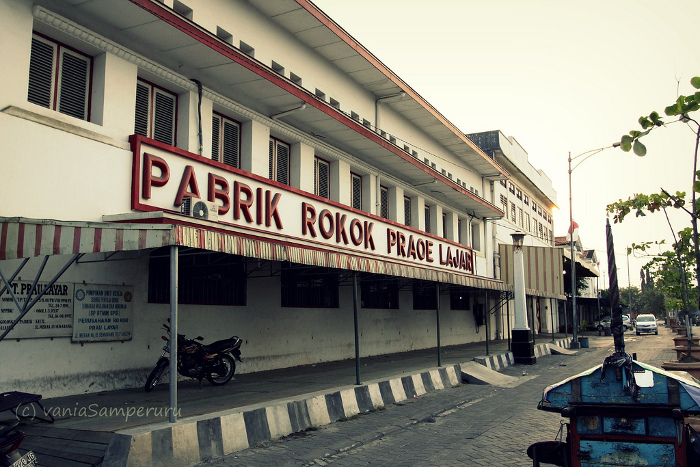 Pabrik Rokok Praoe Lajar