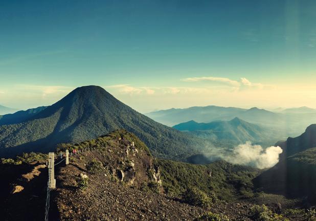 10 Gunung Kesukaan Para Pendaki di Jawa Barat