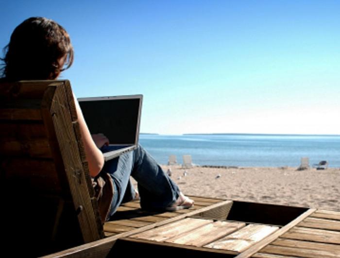 8 Pekerjaan Paling Masuk Akal Untuk Penggemar Traveling