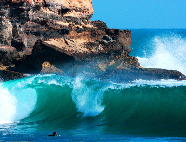 Pantai Watu Karung. Tempat Terbaik Untuk Berselancar di Pacitan