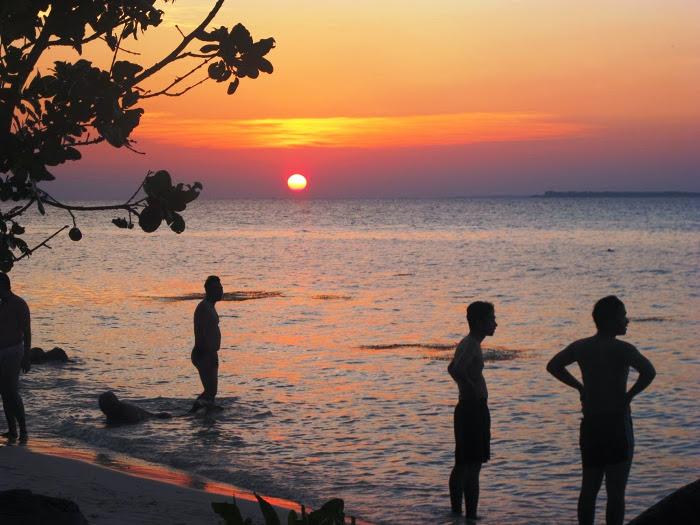 Pantai Ujung Gelam. Spot Menarik Untuk Menikmati Sunset di Karimunjawa