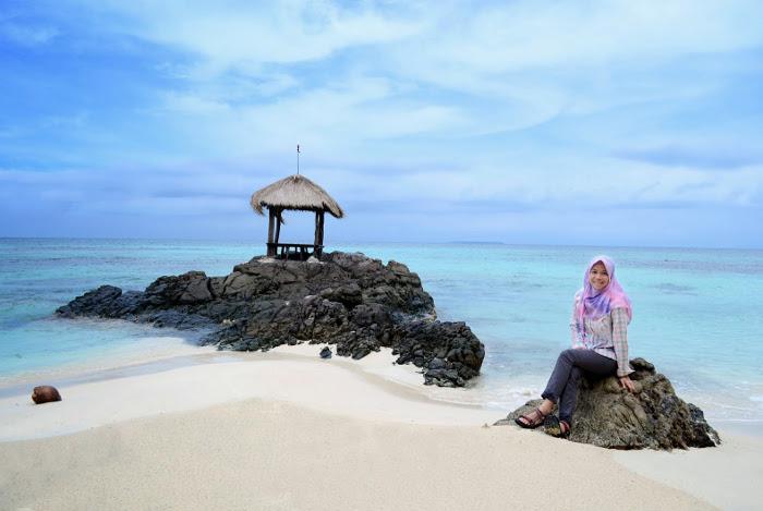 5 Pantai Cantik Yang Akan Melengkapi Liburanmu di Karimun Jawa