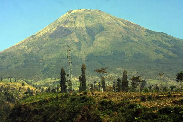 Gunung Sindoro, Si Gagah Yang Punya Banyak Nama