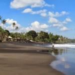 Pantai Balian, Pantai Berpasir Hitam Yang Menjadi Tempat Bermain Para Peselancar di Tabanan, Bali
