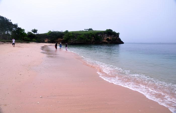 Pantai Tangsi Alias Pantai Pink. Keindahan Yang Unik di Pulau Lombok