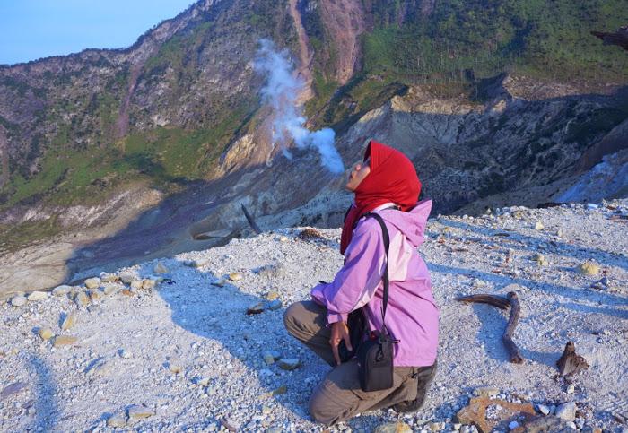Gunung Papandayan. Pemilik Tegal Alun Yang Menawan