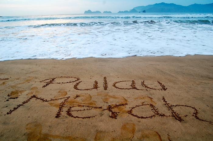 Pantai Pulau Merah. Salah Satu Pantai Tercantik di Banyuwangi