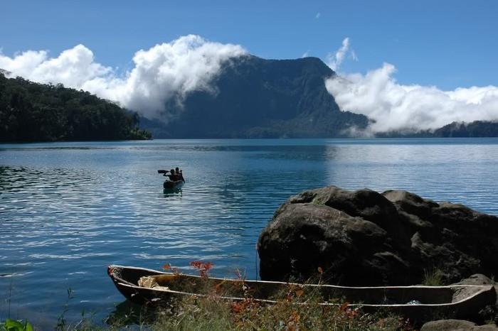 6 Danau Super Cantik di Indonesia Yang Berada di Atas Awan