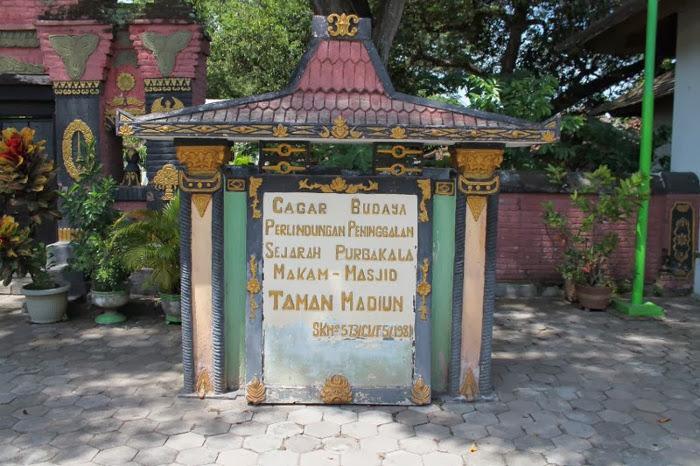 Makam Masjid Kuno Taman