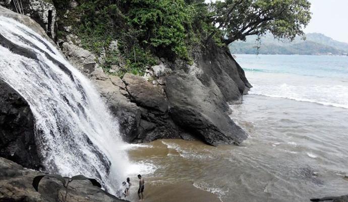 Pantai-Banyu-Anjlok-Malang