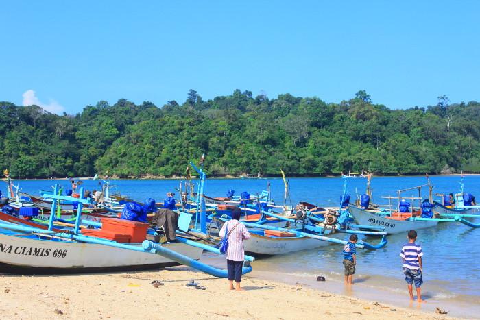 Pantai-Sendang-Biru