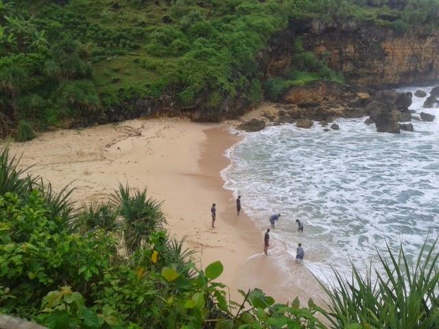 Pantai Ngeden. Pantai Cantik Dengan Nama Yang Sedikit Aneh