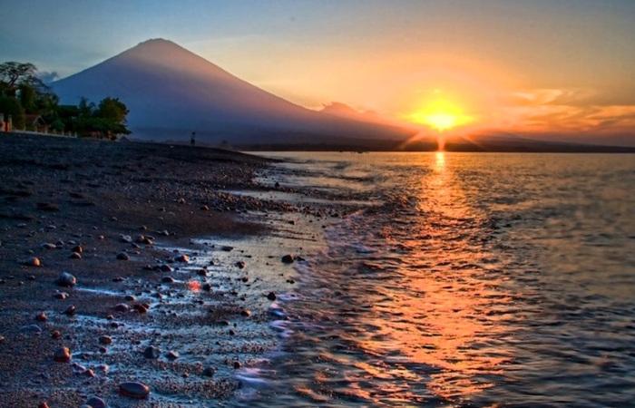 pantai amed sunrise