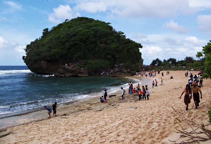 5 Pantai Eksotis di Malang Selatan Yang Memukau