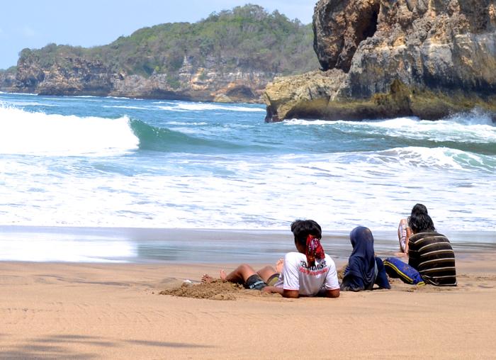 Pantai Jonggring Saloko, Pantai Sepi Tak Bertuan di Selatan Malang