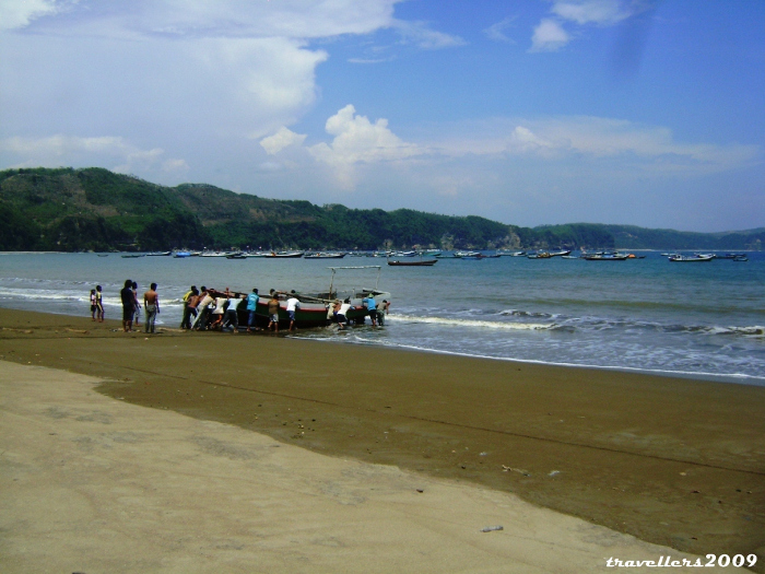 Foto: https://travellers2009.files.wordpress.com/2012/12/pantai-sine-tulungagung-1.jpg