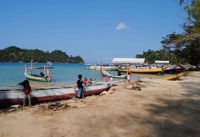 Menikmati Segarnya Pesona Pantai Sendang Biru, Malang