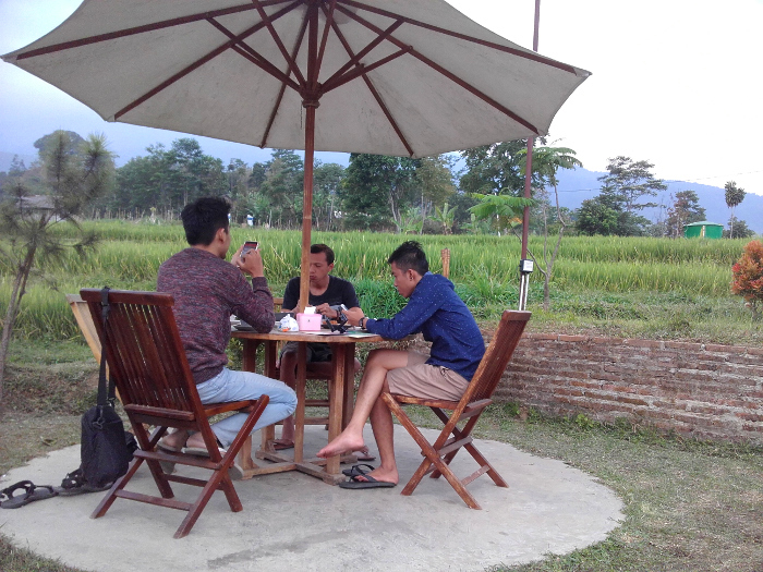 Bale Branti. Tempat Minum Teh Super Asik di Ngargoyoso, Karanganyar