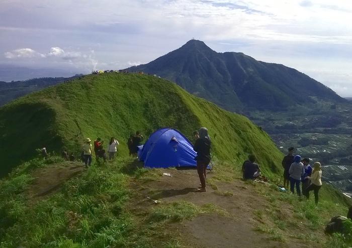 9 Gunung Dengan Ketinggian Kurang Dari 2.500 MDPL Yang Friendly Untuk Pendaki Pemula