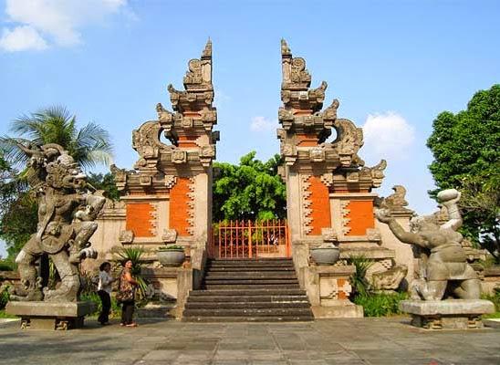 Mengenal Lebih Dekat Rumah Adat Bali, Gapura Candi Bentar