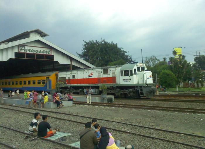 4 Alasan Yang Akan Membuatmu Kangen Naik Kereta Ekonomi
