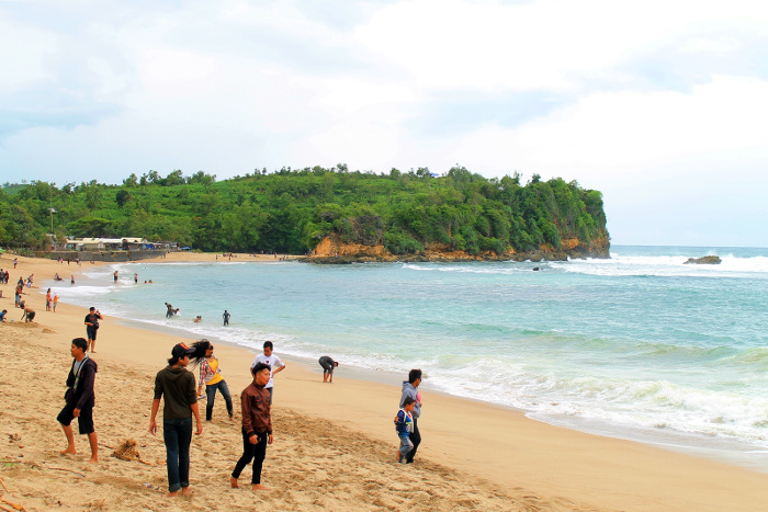 11 Pantai Indah Yang Bisa Kamu Jelajahi di Blitar