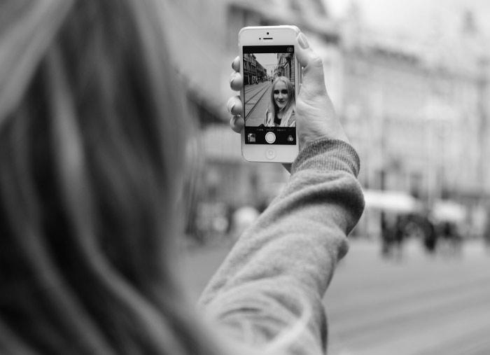 4 Efek Negatif Selfie Berlebihan Yang Harus Kamu Tahu